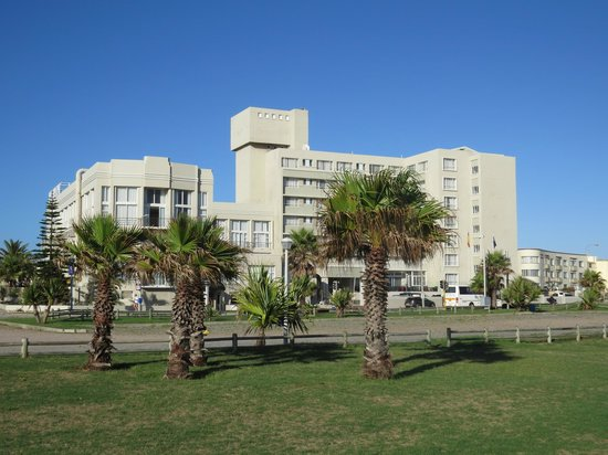 Protea Hotel by Marriott Port Elizabeth Marine : Front of hotel