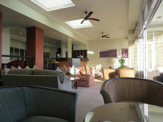 Protea Hotel by Marriott Port Elizabeth Marine: Bar area