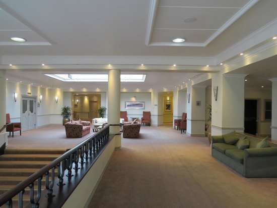 Protea Hotel by Marriott Port Elizabeth Marine : First floor lobby area