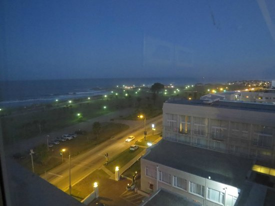 Protea Hotel Port Elizabeth Marine : Night view from room 733