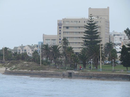 Protea Hotel by Marriott Port Elizabeth Marine : Hotel- from the sea front