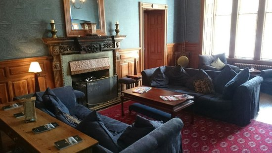 Skeabost Hotel: The drawing room and fire