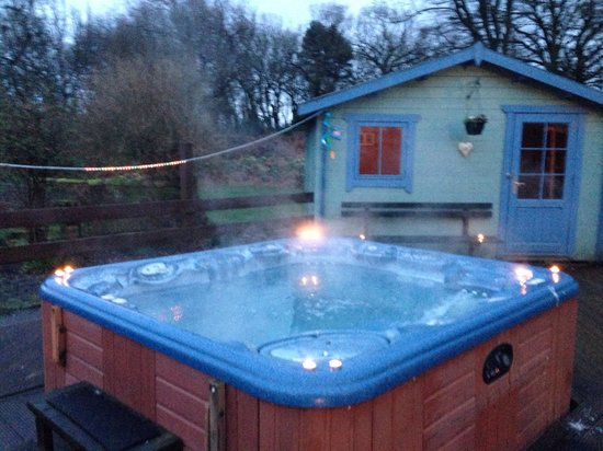 Antonine Wall Cottages: Hot tub heaven