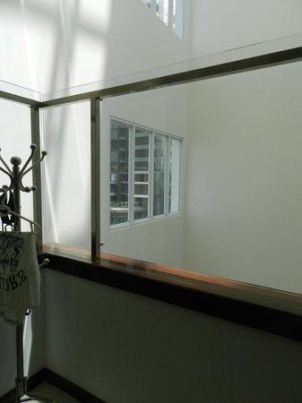 Nhi Phi Hotel: Балкон
