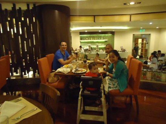 Marco Polo Davao : Dinner my family at Café Marco…