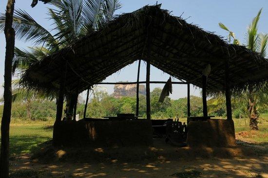 Paradise Inn: Garden view to Sigiriya