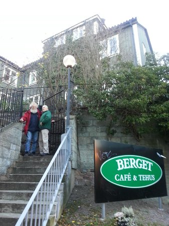Berget Cafe & Tehus : Quite a few steps to get up there...