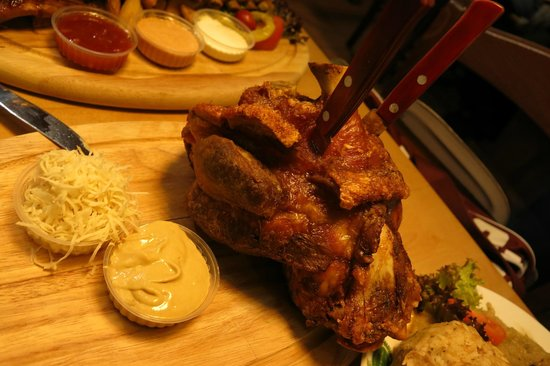 Salm Bräu: Really big pork knuckle