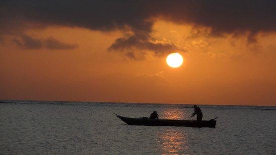 Southern Palms Beach Resort: lever du soleil sur la plage