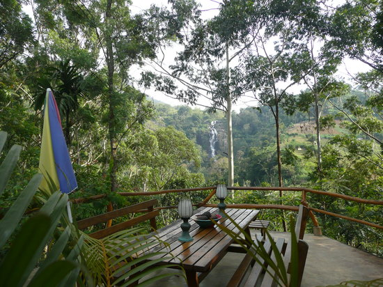 Waterfalls Homestay: outside dinning area