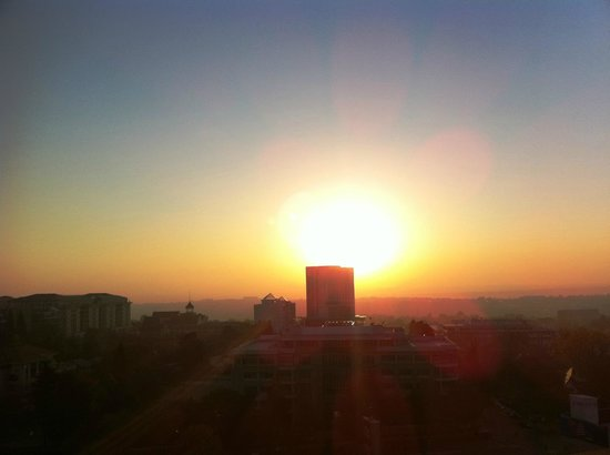 Michelangelo Hotel: Sunrise from the window