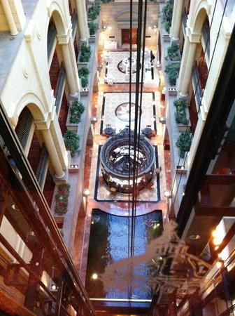 Michelangelo Hotel: look down from elevator