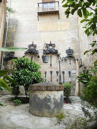 Basílica de San Juan de Dios: Двор Базилики