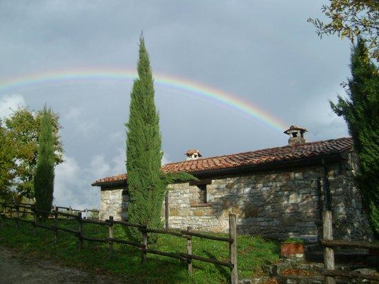 La Contea Degli Angeli: L'arcobaleno corona il casale