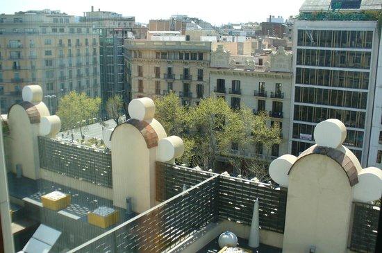 Sixtytwo Hotel: Vue sur la ville et les terrasses du 5ème étage