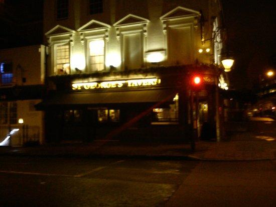 St. George's Tavern: Fachada del local