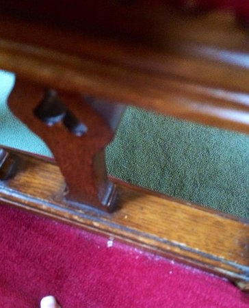 Dornoch Castle Hotel: Dirty chairs, Old Court Room