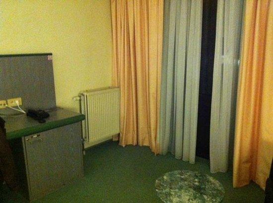 BEST WESTERN Hotel Arlux: The Room