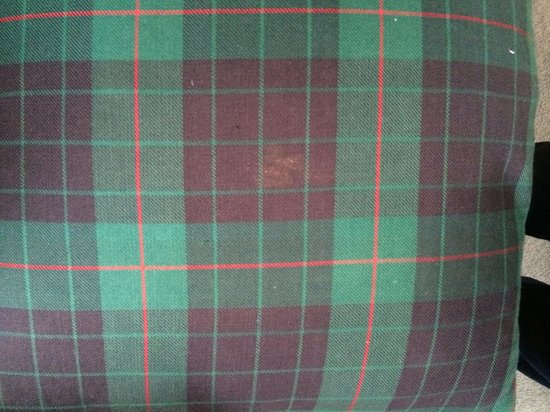 Dornoch Castle Hotel: Dirty Cushions, Old Court Room