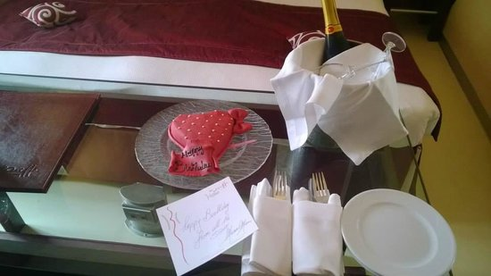 La Griffe Roma - MGallery By Sofitel : Birthday surprise from the hotel staff