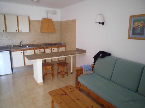Relaxia Olivina: coin salle de séjour et cuisine