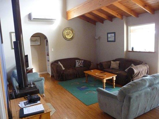 Cape Howe Cottages: Lounge