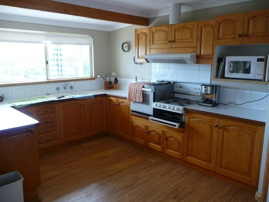 Cape Howe Cottages: Kitchen
