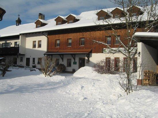Gastehaus Haibach: unser Haus im Winter Neubau