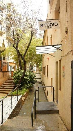 Albergue Studio: Outside look