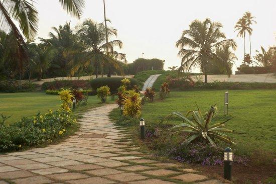 Royal Orchid Beach Resort & Spa, Goa: Walk to Beach