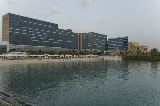 Fairmont Bab Al Bahr : The private beach of the hotel