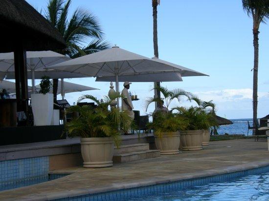 Sugar Beach Golf & Spa Resort: Tides Restaurant at main pool area.