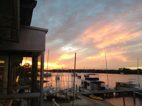Noosa Keys Resort: sunsets  over Noosaville