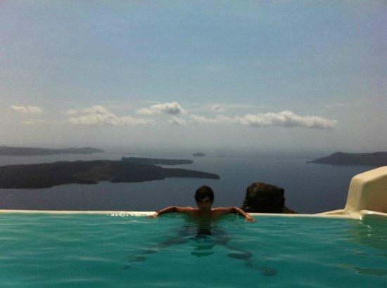 Kapari Natural Resort : la piscine commune à débordement.