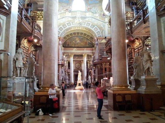 Nationalbibliothek: Interior of main hall