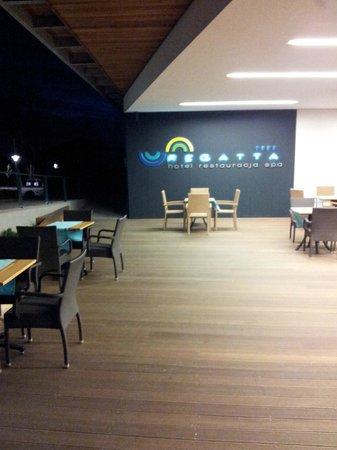 Regatta Hotel & Spa: Outdoor seating