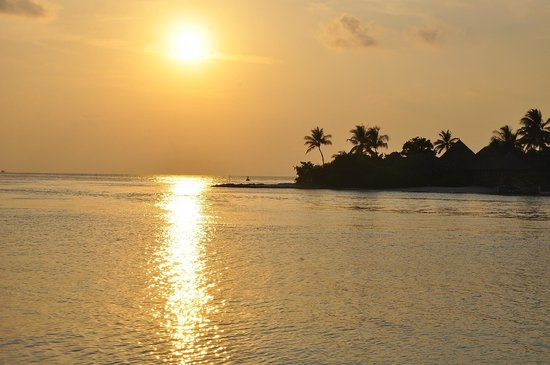 Four Seasons Resort Maldives at Kuda Huraa: Beautiful sunset