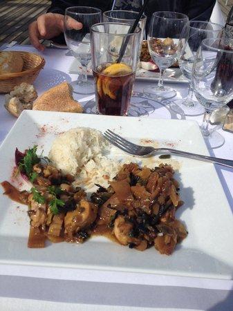 Key West Beach : Notre plats à 25 euros ! Quatre morceaux de poulet froid et une timbale de riz ! Bienvenue sur l