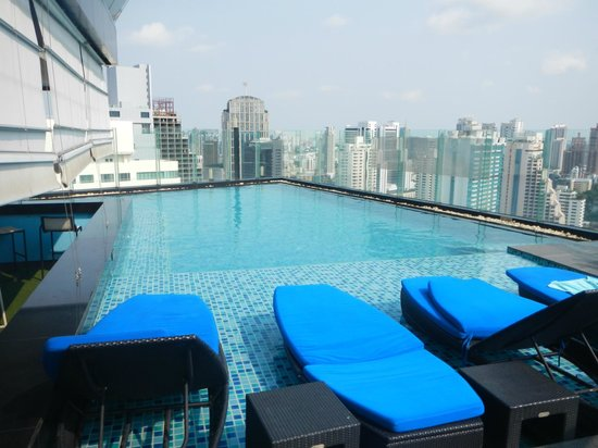 The Continent Hotel Bangkok by Compass Hospitality: Rooftop pool