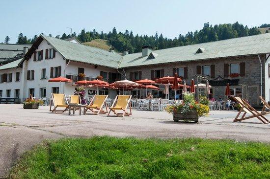 Hôtel de l'Ermitage : Un repas en terrasse