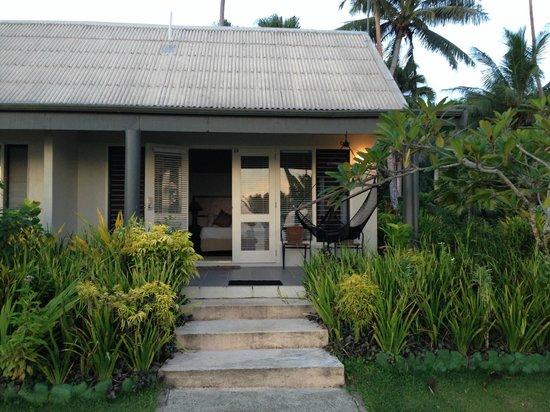 Fiji Hideaway Resort & Spa: A view  of the beachfront deluxe bure