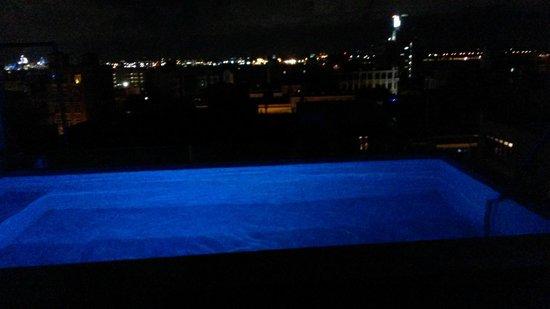La Terraza de San Juan: Infinity pool at night