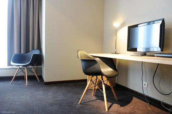 Chelton Hotel: Desk