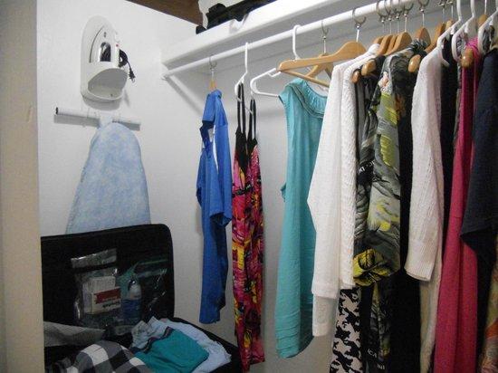 BlueBay Villas Doradas Adults Only : Loved the walk in closet