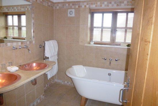 Bailiffscourt Hotel: Bathroom
