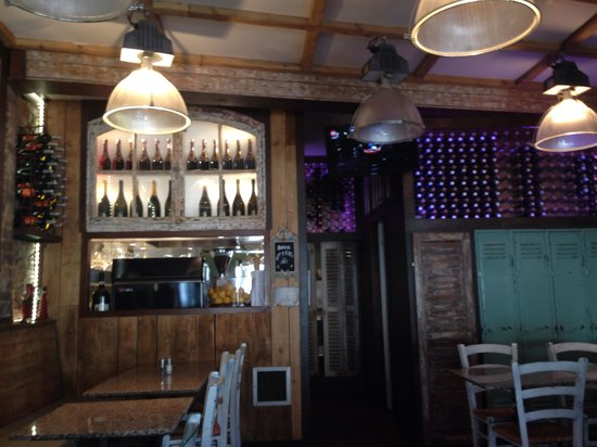 Trattoria Calabrese: Amazing decor