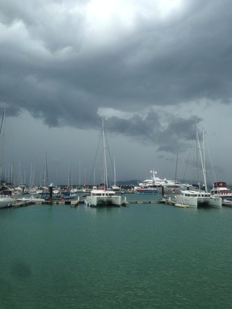 Charlie's Bar & Grill: Storm rolling in!