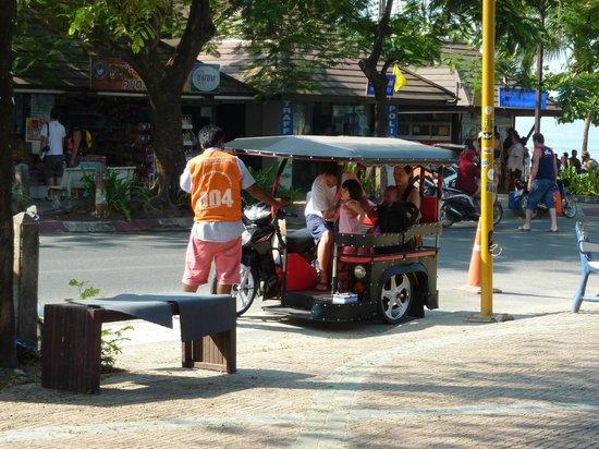 Holiday Inn Resort Krabi Ao Nang Beach: Moped-tuk-tuk