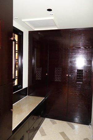 Steigenberger Al Dau Beach Hotel : closet area