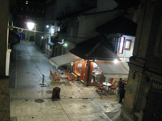 Hotel Old Town : 部屋から眺める夜の旧市街